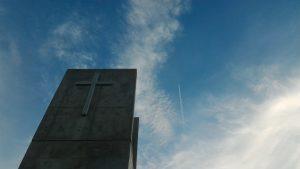 空と十字架